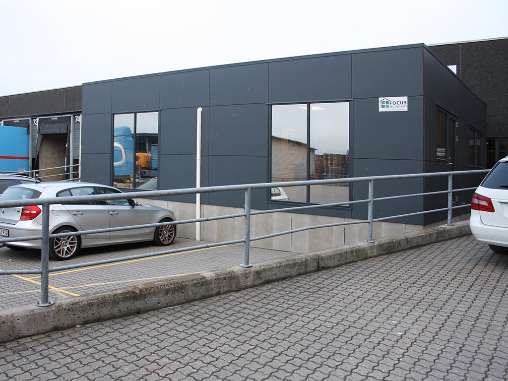 Kontor & Administration: Tilbygning med pavilloner til speditionsfirma