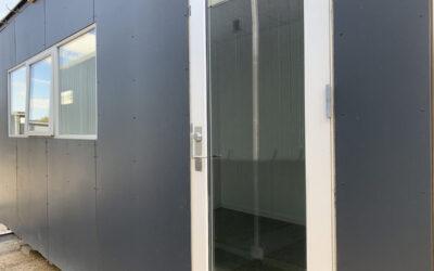 Pavillonbygning 15m² – to rum adskilt af dør